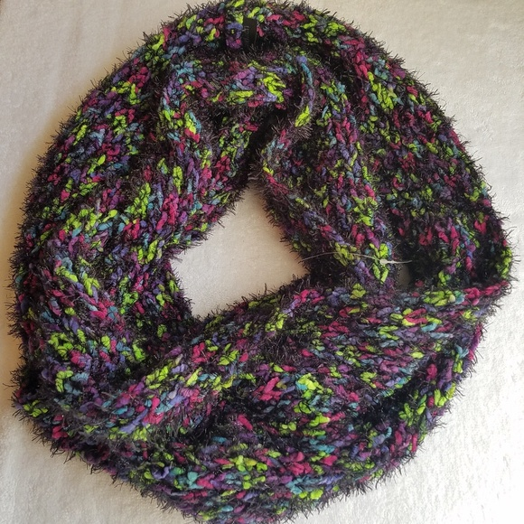 STEVE MADDEN Thick Fuzzy Colorful Infinity Scarf